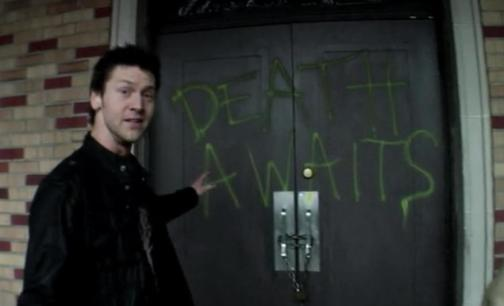 Grave Encounters door
